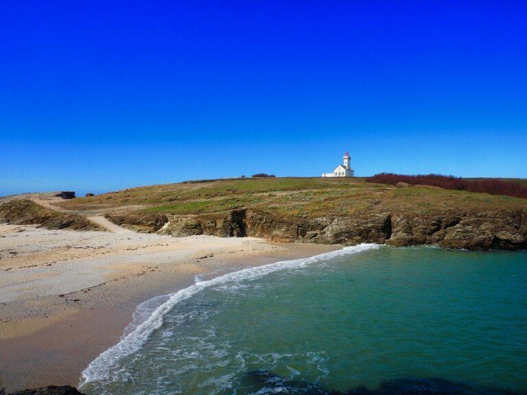 🔻 Un projet hôtelier sur une île bretonne abandonné après un jugement